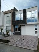 venta casa en la julia dos pisos